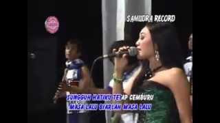 Video Deviana Safara - Masa Lalu [Official Music Video] MP3, 3GP, MP4, WEBM, AVI, FLV Juli 2018