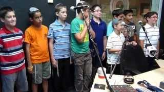 פרחי ישראל בהופעה חיה ברדיו קול חי אצל מנחם טוקר