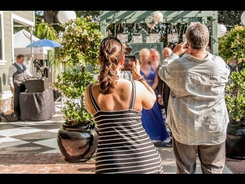 Unplugged, Plugged In, and Standby Weddings, How Wedding Guests & Wedding Photographers can co-exist (видео)