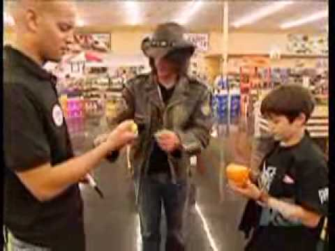 Criss Angel haciendo magia en el supermercado