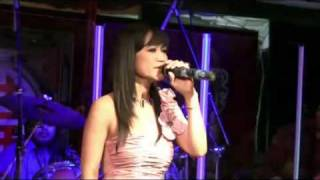 Oum Sovanny singing a new romantic song