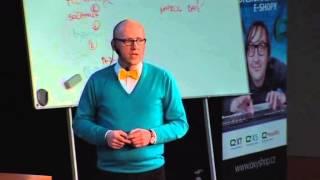 Foto z akcie Barcamp prednáša Jirka Chomát.
