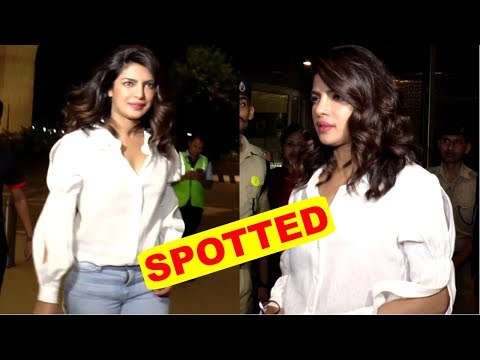 Priyanka Chopra Fly For  New York  Spotted At Mumbai Airport