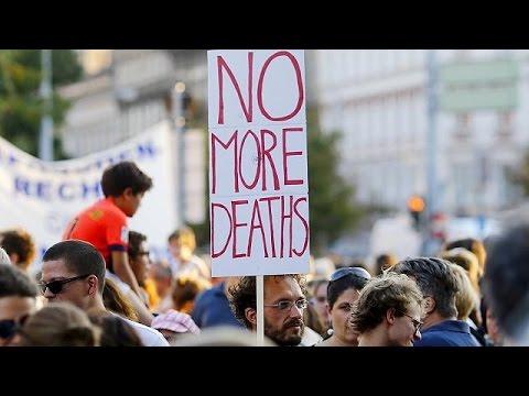 Αυστρία: Μαζική διαδήλωση υπέρ των μεταναστών