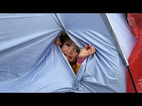 Ειδομένη: Ουρές προσφύγων για ιατρική εξέταση άρρωστων παιδιών