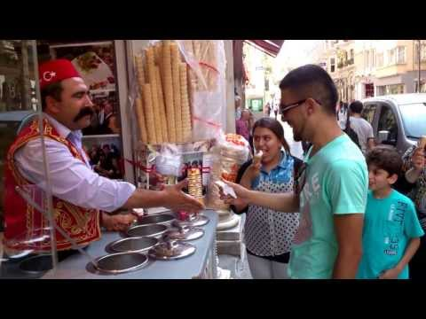 Ice Cream Man in Istanbul Attracts Crowds With Tricks