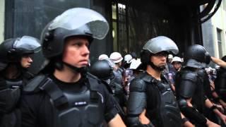 São Paulo tem protesto mais calmo, mas 'black blocs' depredam metrô no final