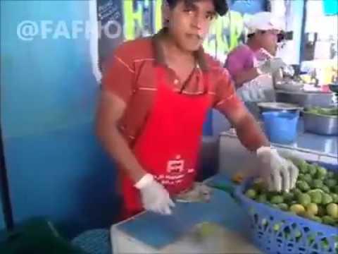 l'uomo che taglia la frutta a velocità incredibile!