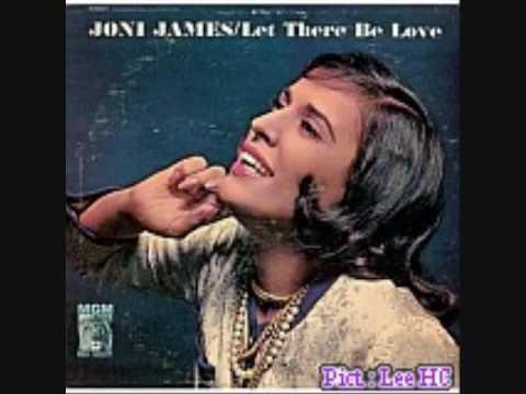 Tekst piosenki Joni James - Younger Than Springtime po polsku
