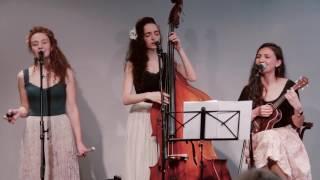 Video Amelie Acoustic Trio - La Isla Bonita (Madonna cover) MP3, 3GP, MP4, WEBM, AVI, FLV Mei 2019