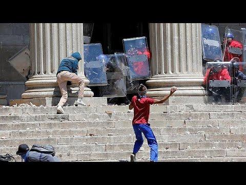 Ν.Αφρική: Συνεχίζονται οι συγκρούσεις φοιτητών με δυνάμεις της αστυνομίας