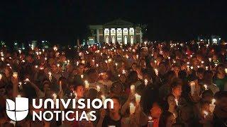 Con una vigilia de velas y canciones, la Universidad de Virginia despidió a Heather Heyer, fallecida cuando un hombre embistió a un grupo de manifestantes ...