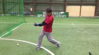 「ティーボールをキャッチ」 (野球教室 ブリスフィールド東大阪 平下コーチ)