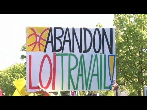 Γαλλία: Περισσότερες από 100 συλλήψεις στις διαδηλώσεις κατά του εργασιακού