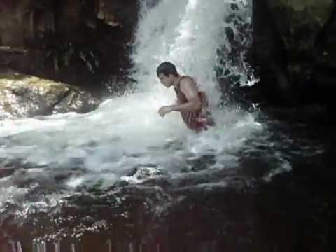 Banho de cachoeira em Icatú