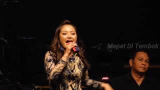 Video Siti Badriah - Goyang Dua Jari (Sandrina) Live at ICE BSD - PRI 2018 MP3, 3GP, MP4, WEBM, AVI, FLV Desember 2018