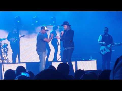 Video She Talks To Angels - Darius Rucker in Toledo download in MP3, 3GP, MP4, WEBM, AVI, FLV January 2017