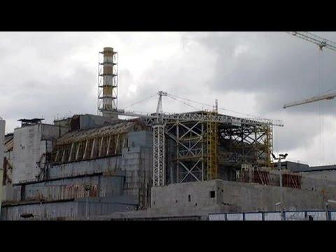 Τσερνόμπιλ: Ένας γιγαντιαίος θόλος σφραγίζει τον αντιδραστήρα 4