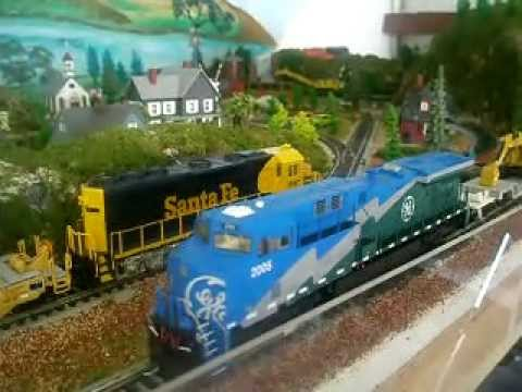 HO Train layout DCC 3 Intermountain 44ac sound / Dynamis wireless