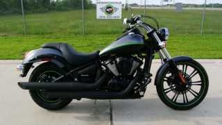 2. 2013 Kawasaki Vulcan 900 Custom in Metallic Flat Platinum Gray / Flat Ebony Two Tone