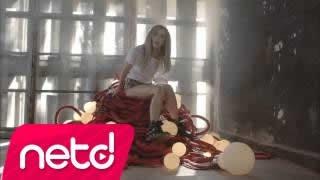 Gülşen - Irgalamaz Beni Şarkısı Dinle
