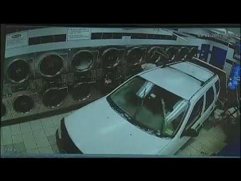 ΗΠΑ: Αυτοκίνητο «εισέβαλε» σε κατάστημα πλυντηρίων
