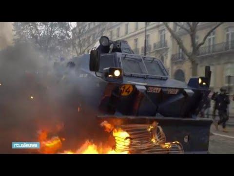 Franse politie veegt straten schoon na protesten gele hesjes - RTL NIEUWS