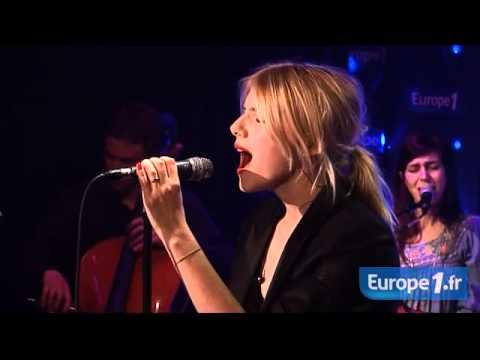 Melanie Laurent - Mélanie Laurent interprète Circus dans les studios d'Europe 1.