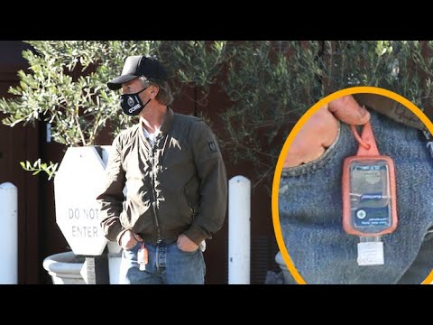 Sean Penn Equipped With Hand Sanitizer For Lunch Outing In Brentwood