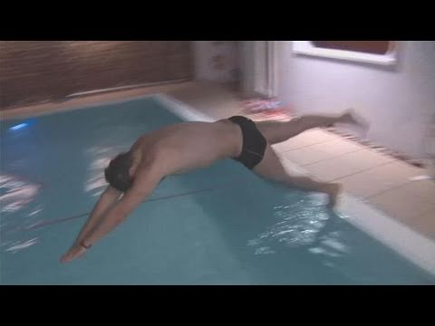 How To Dive Correctly Into A Swimming Pool