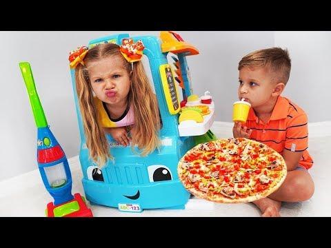 Diana juega con Camión de comida de juguete
