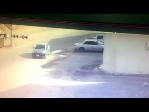 العرب اليوم - شاهد: نهاية مؤلمة لسعودي حاول منع سرقة سيارته