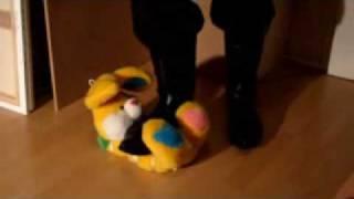 Trampling Stuffed Animal 1 - Piétinement D'animal En Peluche 1