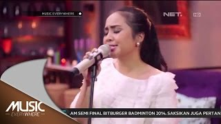 Video Gita Gutawa - Somebody That I Used To Kno - Gotye Cover (Live at Music Everywhere) * MP3, 3GP, MP4, WEBM, AVI, FLV Januari 2018