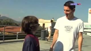 Video Un jeune joueur sans pieds défie Lionel Messi ! MP3, 3GP, MP4, WEBM, AVI, FLV Oktober 2017