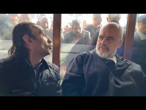 """""""Vetëm unë jam 'i zi' të flas edhe unë""""/ Rama banorit rom: Ti je si shpirt, hajde ulu këtu afër meje"""