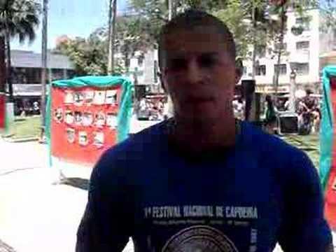 Jeferson, um instrutor afro de capoeira em Jaraguá do Sul