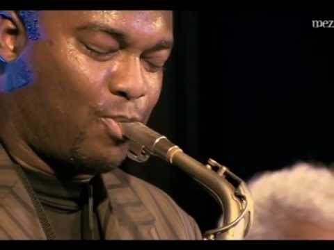 sax alto impro - Priceless moment from the top modern sax players James Carter and David Murray playing together on stage and Carter showing of as much as he can before the m...
