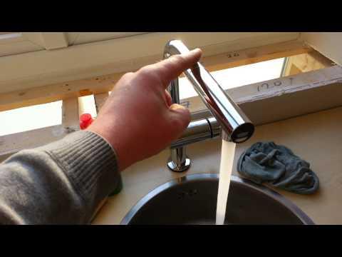 Сенсорный смеситель для кухни GROHE Minta Touch видео