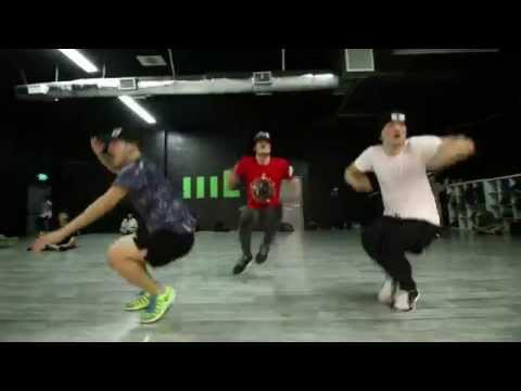 This Awesome Choreography by Americans on Mohammad Sadiq will blow away your mind - Troll Punjabi