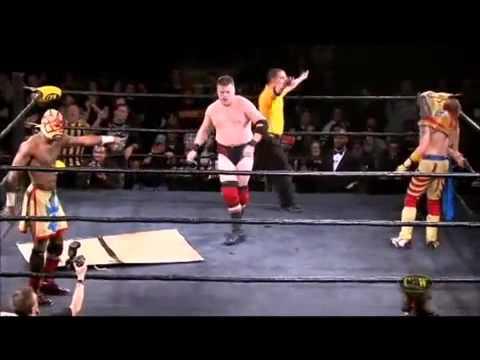 第一次看到這麼唬爛的摔角比賽!