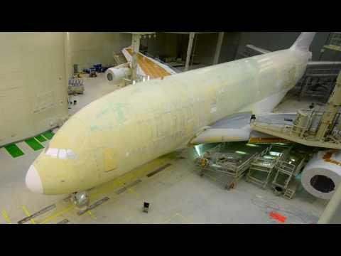Как красят самый большой пассажирский самолет в мире - Центр транспортных стратегий