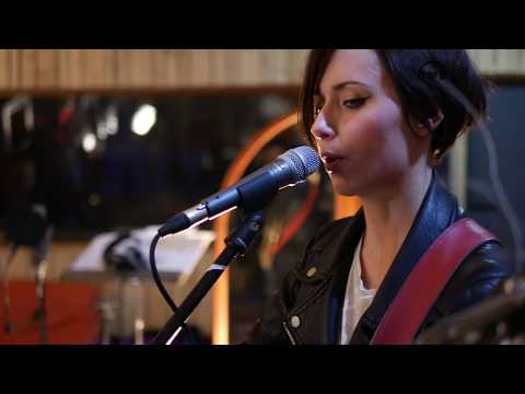 Beps'n'Johnnies - Screw Loose Girl (FPM Live Session)