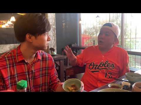 Anh Tú ăn từ bàn Tiến Luật tràn qua bàn Hoàng Mèo tại nhà hàng của em gái Trấn Thành - Thời lượng: 1:38.