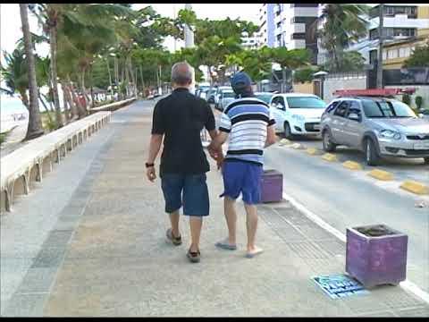 [JORNAL DA TRIBUNA] Comerciantes estacionam em vagas para idosos e deficientes, na Orla de Olinda