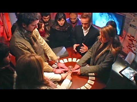 Video Contact Spirits Using A Ouija Board - Derren Brown download in MP3, 3GP, MP4, WEBM, AVI, FLV January 2017