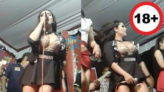 Download Video Gilaa!! Biduan Dangdut Ini Membuka Baju Saat Nyanyi Dipanggung MP3 3GP MP4