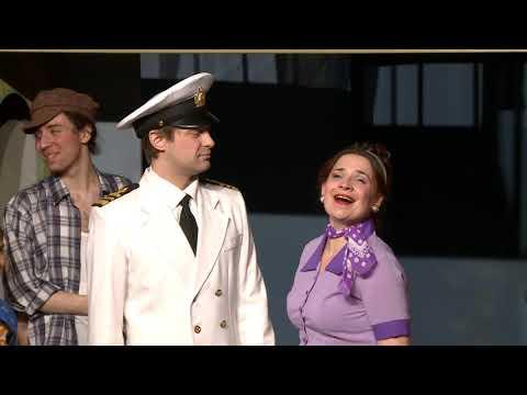 """Şeful statului a vizitat Teatrul Dramatic de Stat pentru Tineret """"De pe strada Trandafirilor"""""""