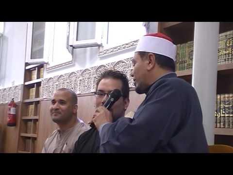 اسلام أحد الإخــوة الإسبان اليوم الجمعة بمسجد الفتح