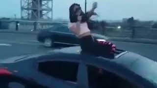 azeri qizi seherin merkezinde seksi dans  - Masin sou